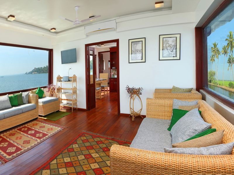 HOUSE_BOAT_INTERIOR_2