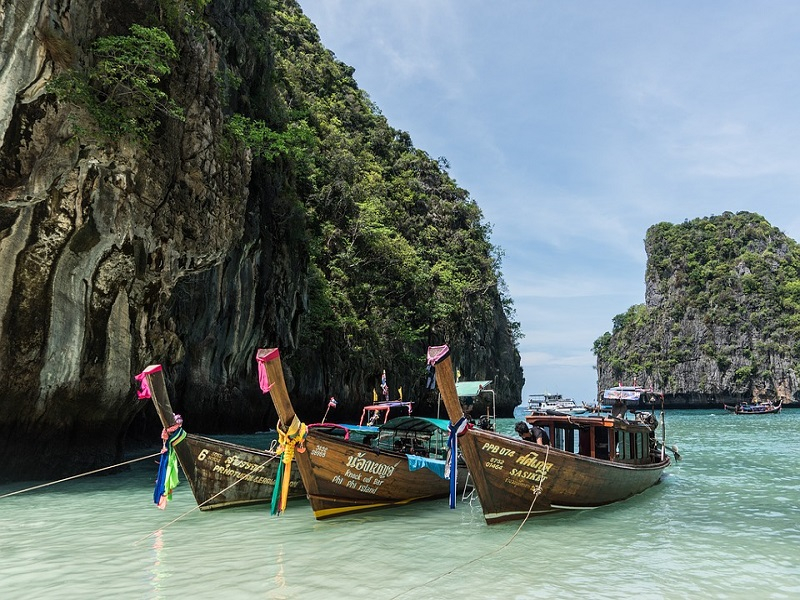 Phi-Phi-Island-Tour-Colorful-Boats-Phuket-Thailand-1497790